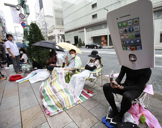 Waiting for the iPhone 5 In Japan