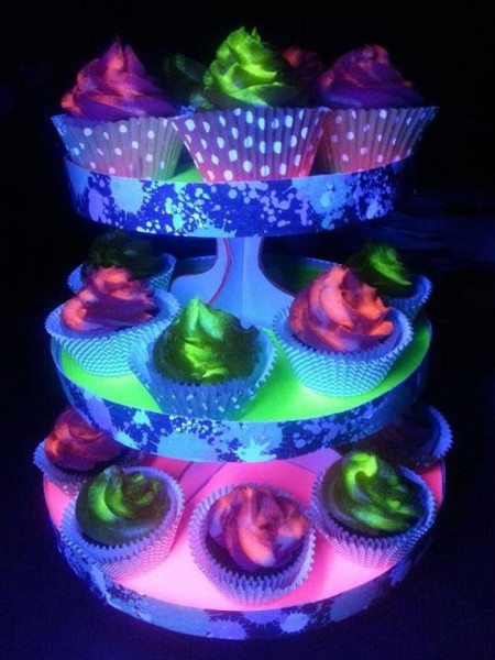 Glowy Noms: Black Light Cupcakes