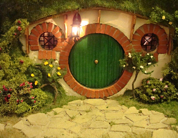 Omg lotr hobbit dollhouse incredible things for Hobbit house furniture