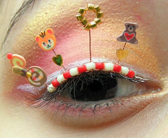 Über Extreme Eyelash Jewelry