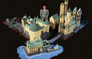 Hogwarts Recreated In LEGO
