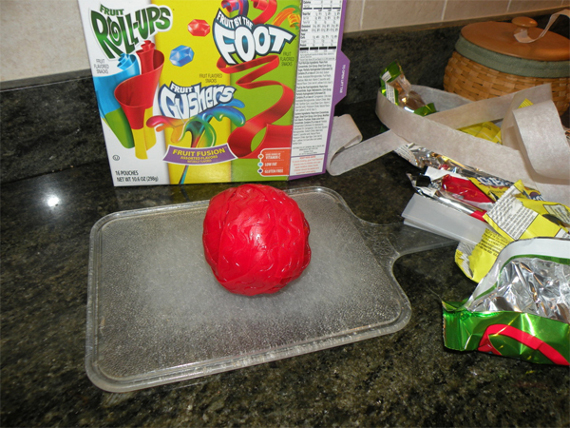 super-gusher-fruit-by-the-foot-roll-up-2