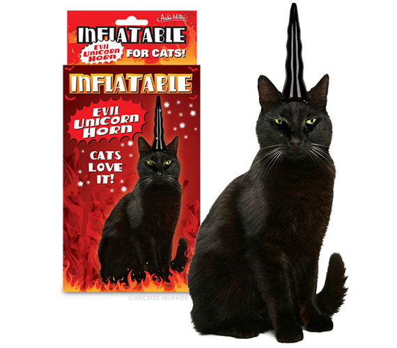 inflable-evil-unicorn-horn-for-cats-2