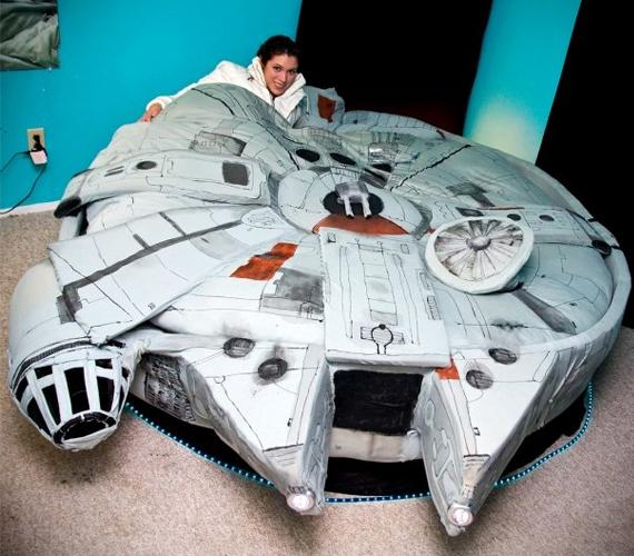 Millennium-Falcon-Bed-2