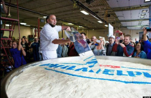 World's Largest Cheesecake Leaves No Ass Unfattened
