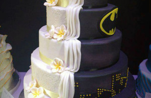1/2 Batman 1/2 Regular Wedding Cake