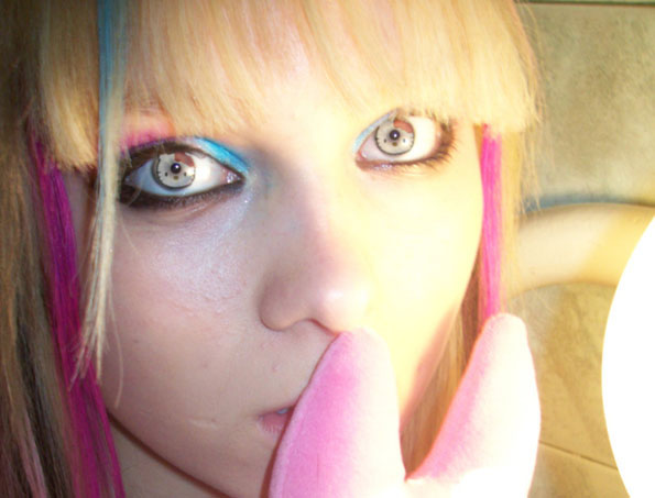 hello-kitty-contacts-2