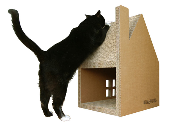 Krabhuis: A Purrrfect House/Scratch Post Combo