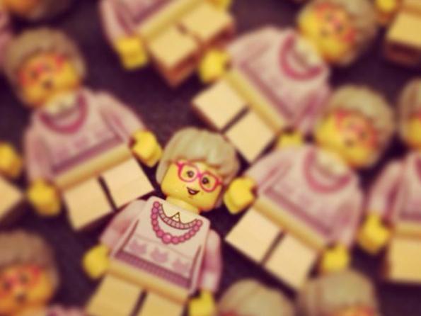 Golden-Girls-Lego-Minifigs-3