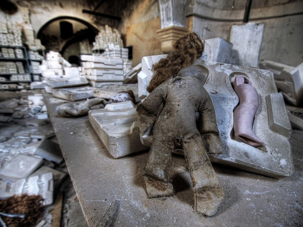 abandoned-toy-factories-8