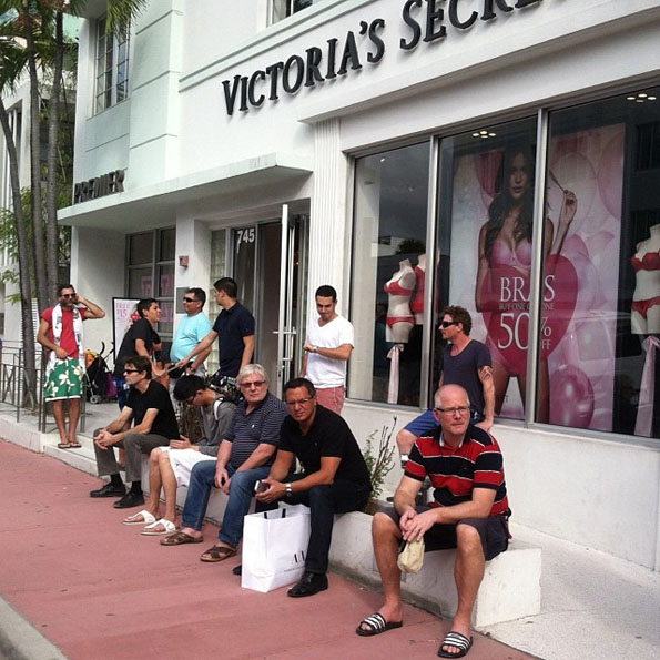 men-waiting-for-women-shopping-2