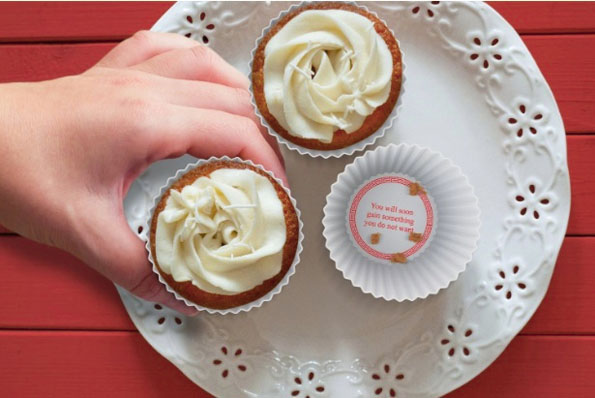 fortune-cookie-cupcake-molds-3