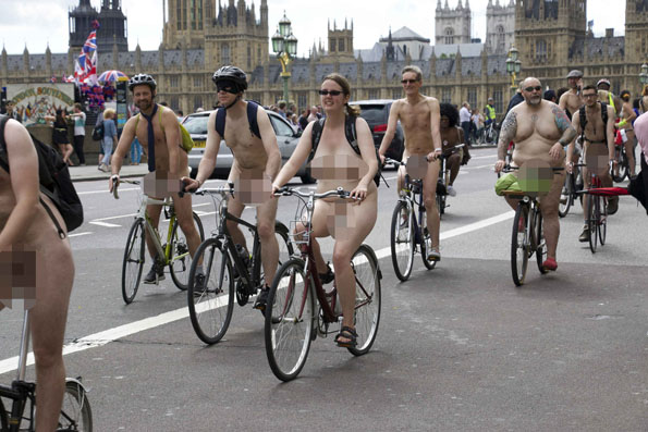 world-naked-bicycle-ride-3