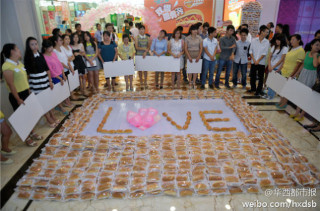 Man Proposes With 1001 Hot Dogs (She Said Yes)