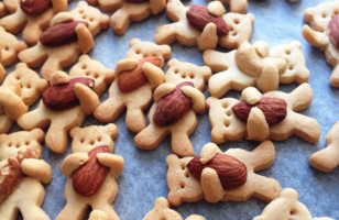 Nut-Hugging-Bear Cookies Are Beary Cute (Sorry)