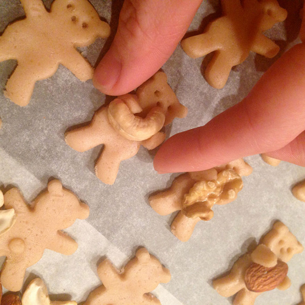 Nut-Hugging-Bear Cookies Are Beary Cute | Incredible Things