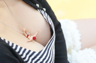 Hilarious People-Diving-Into-Cleavage Necklaces