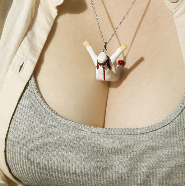 people-diving-cleavage-necklaces-3