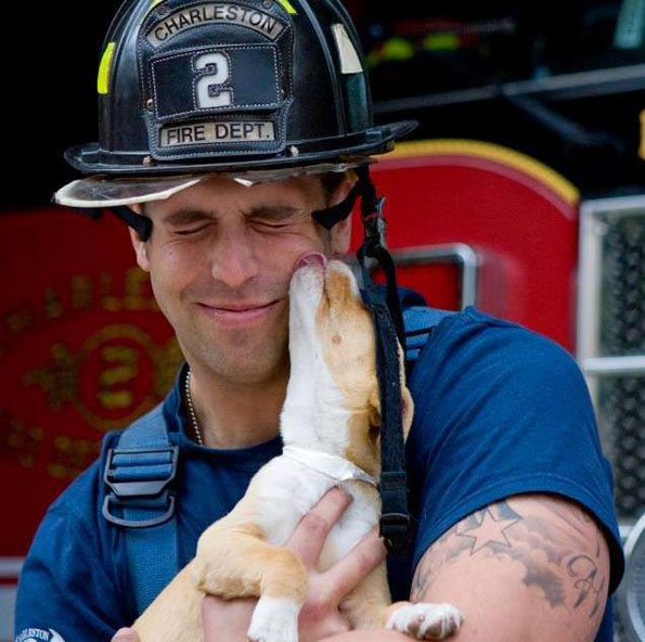 charleston-firefighters-with-puppies-calendar-11