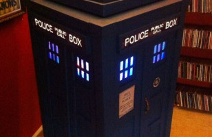 This TARDIS Jukebox Is Made Out Of Recycled Pizza Boxes