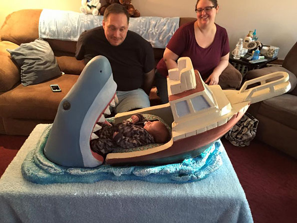 jaws-baby-bed-4