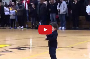 Dawww! A Toddler Sings The National Anthem