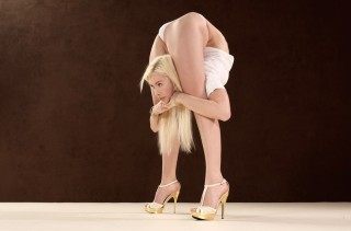 You Have GOT To See What This Contortionist Can Do