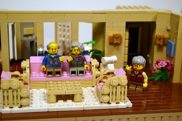 golden--lego-set-13 Ideas To Build Lego Kitchen on lego suggestions, lego set big bang theory, lego halloween, lego office building, lego designs, lego micro city, duplo build ideas, lego minecraft, k'nex build ideas, lego wall, doctor who build ideas, lego construction, lego building instruction books,