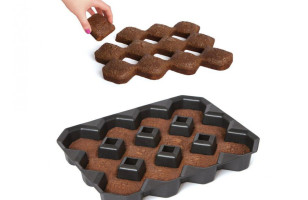 The Crispy Corner Brownie Pan Ensures Crispy Corners For All!
