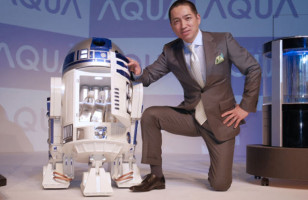 Remote Controlled R2-D2 Mini Fridge Delivers Drinks To You