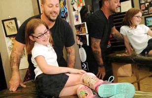 A Tattoo Artist Gives A Little Girl's Leg Braces Disney Villain Tattoos