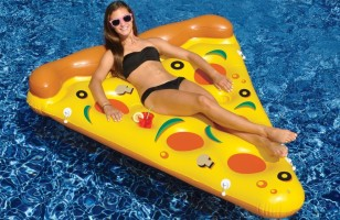 Your Pizza-Themed Pool Party Needs This Amazing Pizza Float