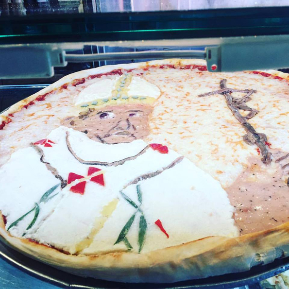 pope-pizza-2