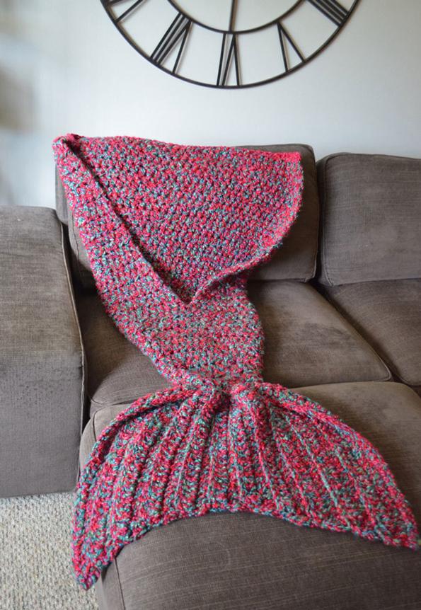 crocheted-mermaid-blanket-1