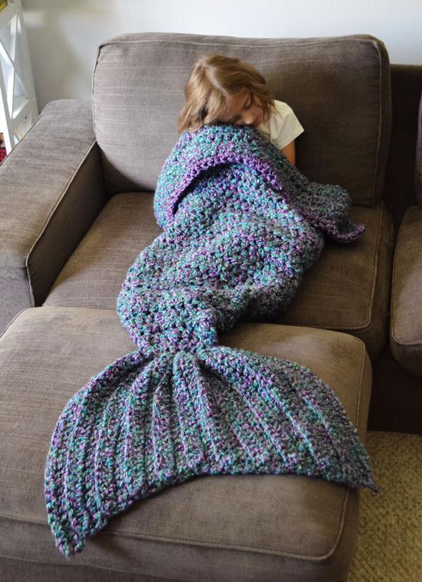 crocheted-mermaid-blanket-2