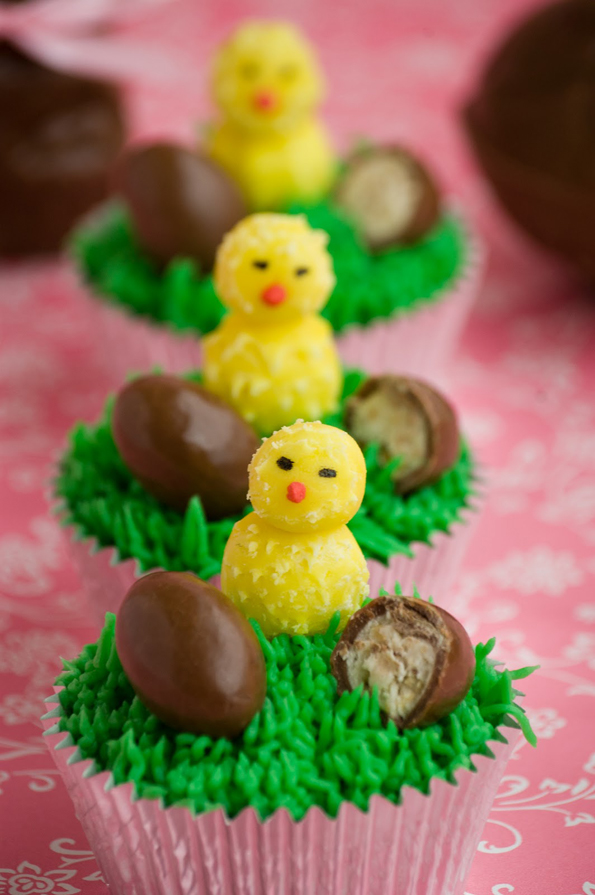 chick-and-egg-cupcakes