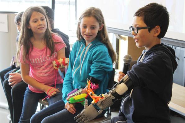 girl-invents-prosthetic-glitter-arm-6