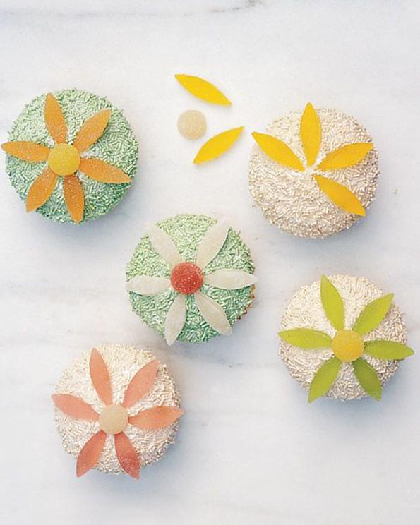 gummi-flower-cupcakes
