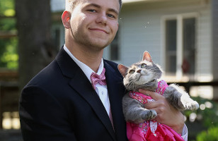 One Guy Took His Cat As His Prom Date Because Of Course!