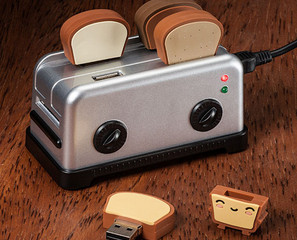 USB Toaster Hub With Toast Thumbdrives